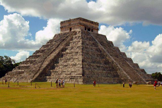 Chichen Itza Piramidi (Çiçen İtza)