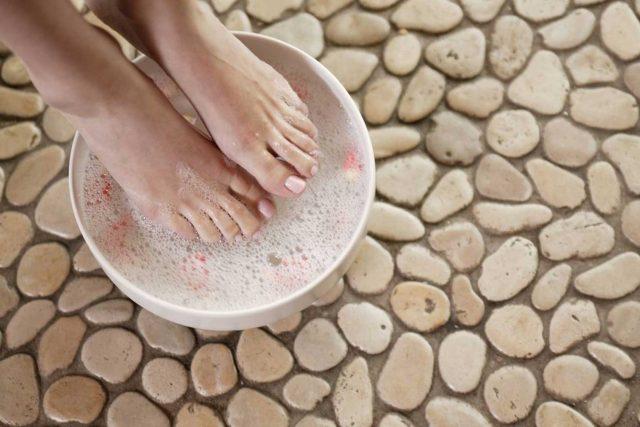 Ayakların Su Toplamasının Sebepleri ve Tedavisi