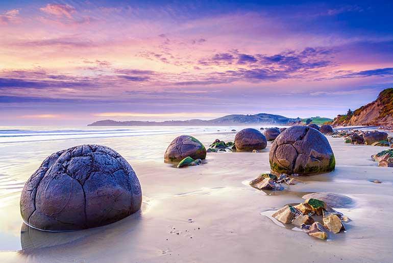 Koekohe Sahili (Yeni Zelanda)