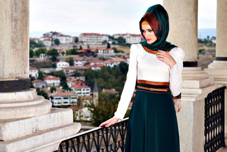 En Moda Tesettür Giyim Abiye Renkleri