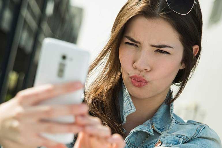 Niçin Selfie Çekeriz